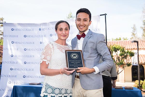 Andres Camarillo '16 Receives the 2016 Golden Oak Service Award
