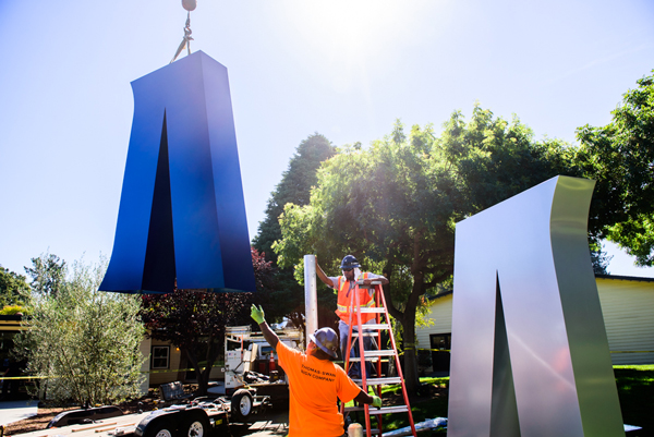Installation of the M sign